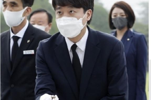 이준석, 당선 후 첫 공식 일정으로 대전현충원 방문