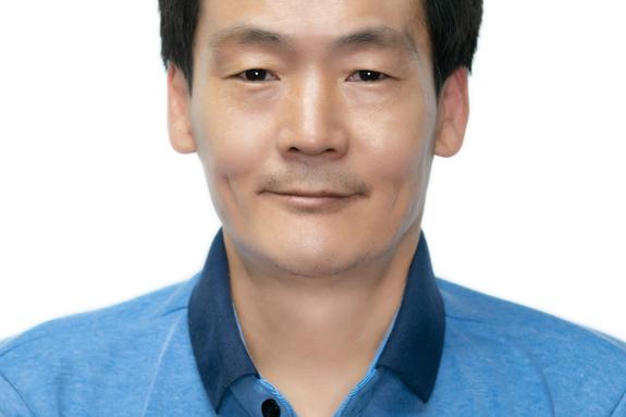 등굣길 무료로 빵 나누고 28년간 미용 봉사해 온 김쌍식, 김연휴씨 등 'LG의인상'