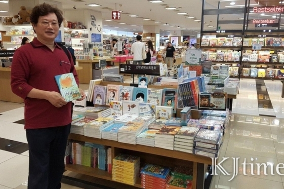 """[코로나19 못 다 한 이야기들④]김동석 동화작가…""""오고 가야 할 길이 막혔다"""""""